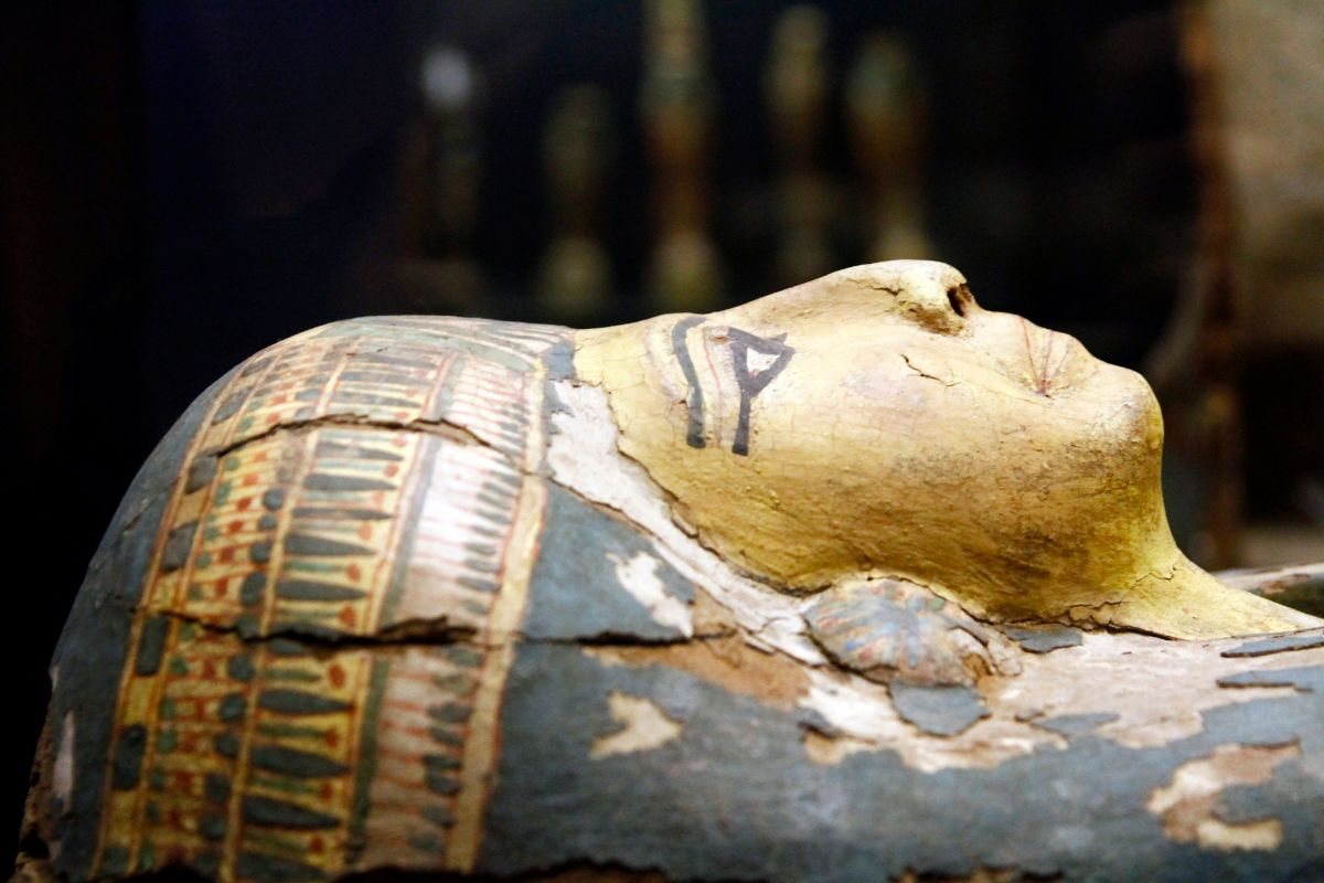 Ancient egyptian mummy casket